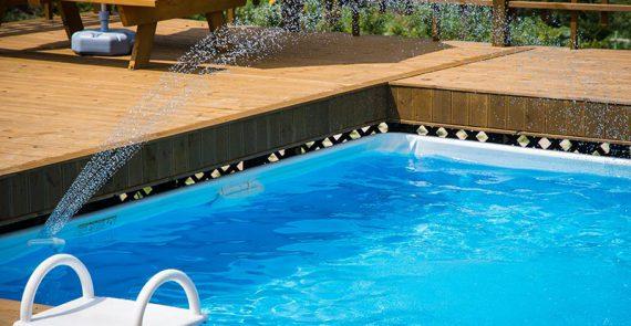 Pool mit Leiter