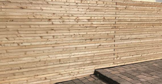 Holzzaun vom Gartenbauer für Mönchengladbach und Düsseldorf